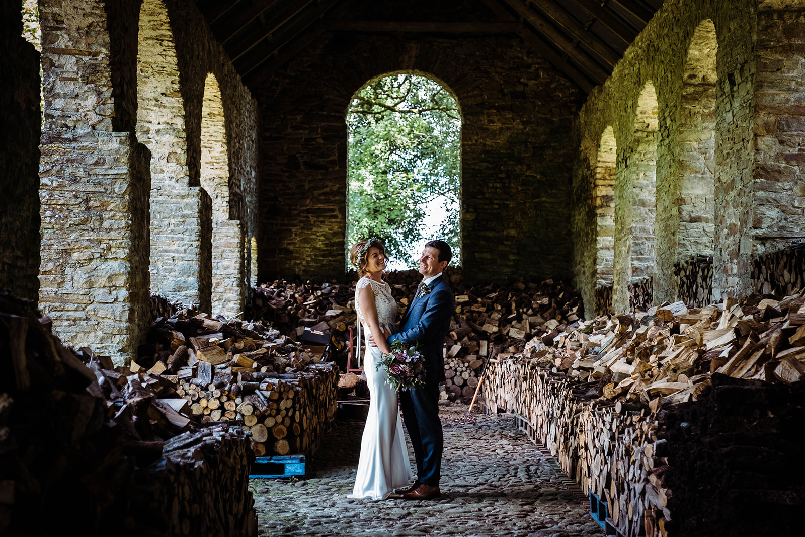 country house wedding, wedding portrait in a barn